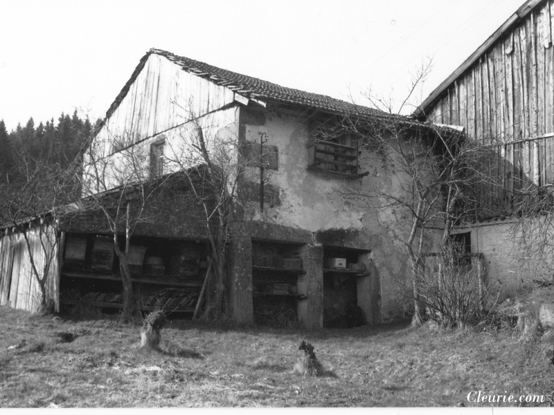 Photo ancienne de la ferme de la Charme à Cleurie